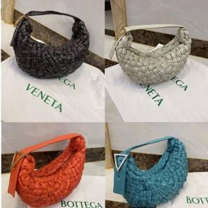 Bottega Veneta BV official website woven THE BANANA handbag 620917