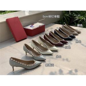 VALENTINO GARAVANI ROCKSTUD official website rivet mid-heel shoes