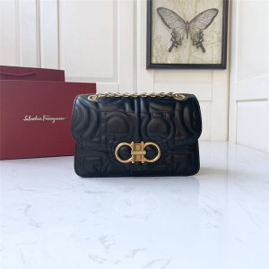 Ferragamo official website bag leather quilted flap bag 21H168