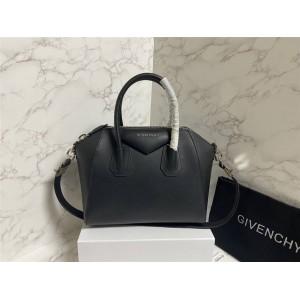 Givenchy's official website classic plain leather Antigona handbag