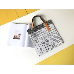 ISSEY MIYAKE new color matching pixel six grid 6 grid handbag