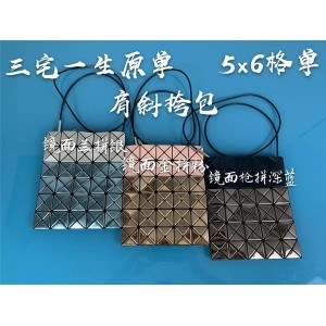 ISSEY MIYAKE official website 5-6 grid new diamond crossbody bag