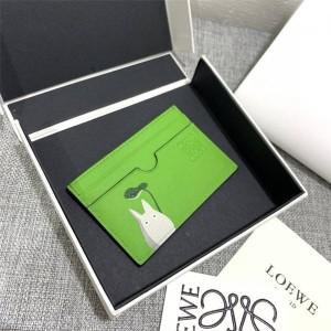 "LOEWE's new ""Little Gray Rabbit"" series single-chip card holder"