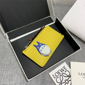 "LOEWE's new ""My Neighbor Totoro"" series special zipper card holder"